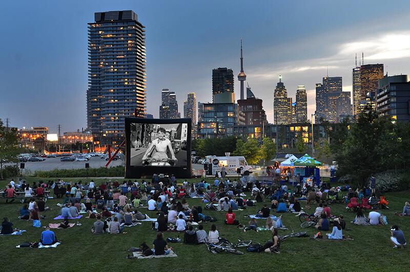 Típco dia de verão nos parques de Toronto