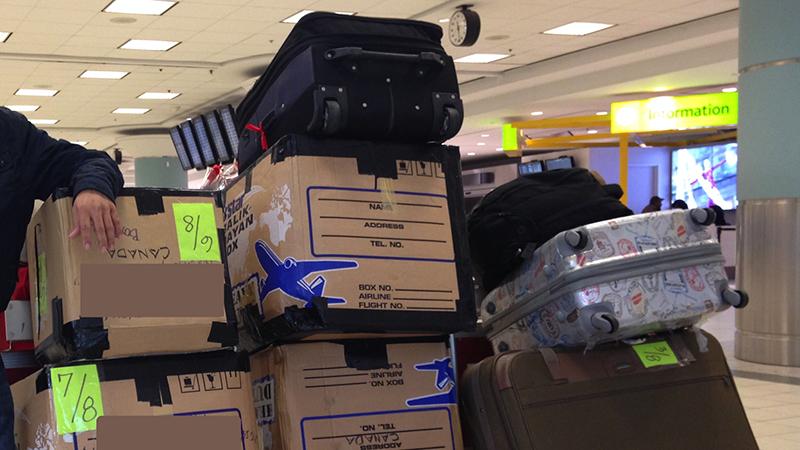 Bagagens no aeroporto no Canadá