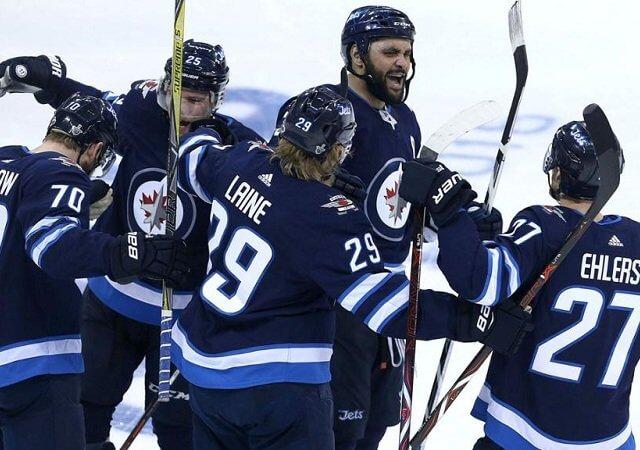 Assistir a um jogo de hóquei no gelo do Winnipeg Jets