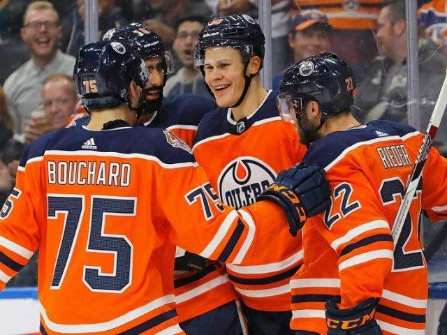 Assistir a um jogo de hóquei no gelo do Edmonton Oilers