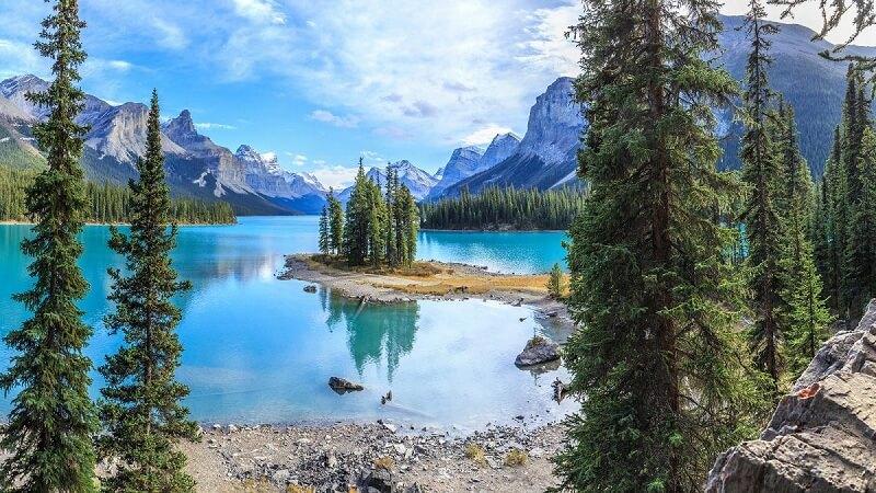 Vista das montanhas rochosas em Jasper