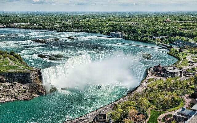 Que língua falam em Niagara Falls