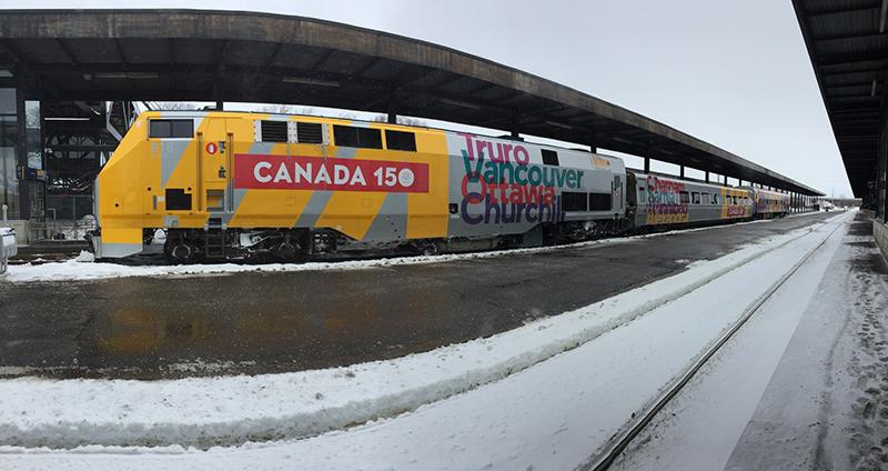 Viagem de trem da companhia VIA Rail no Canadá