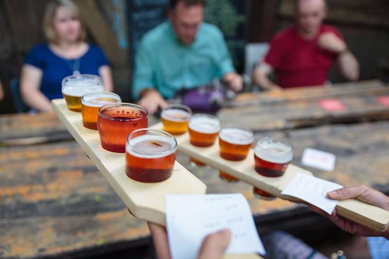 Régua de degustação de cervejas artesanais em Toronto