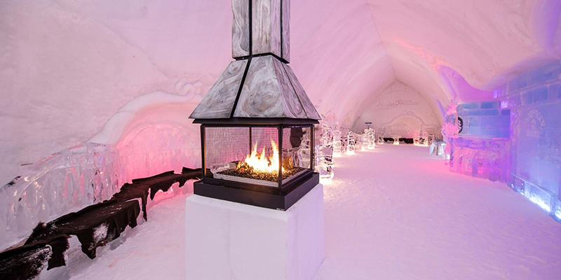 Interior do Hôtel de Glace em Quebec