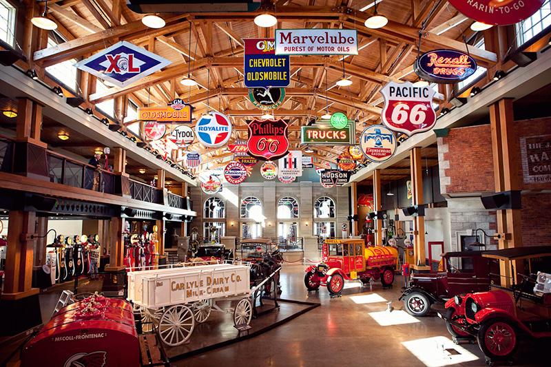 Salão principal do Museu da Gasolina em Calgary