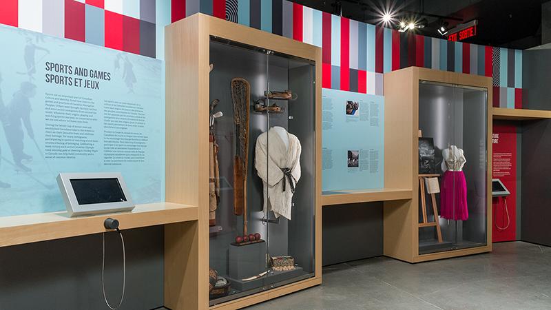 Esposição de trajes do Museu Canadense da Imigração em Halifax