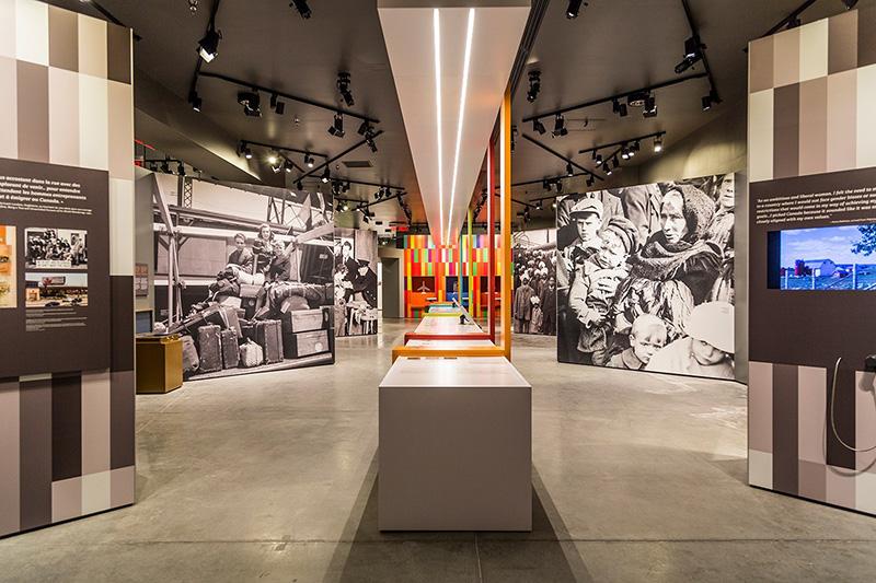 Sala de exposição do Museu Canadense da Imigração em Halifax