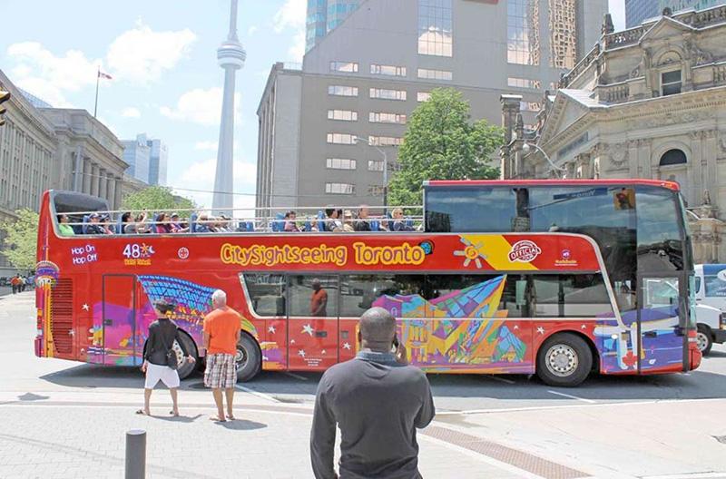 Tradicional Ônibus turístico em Toronto