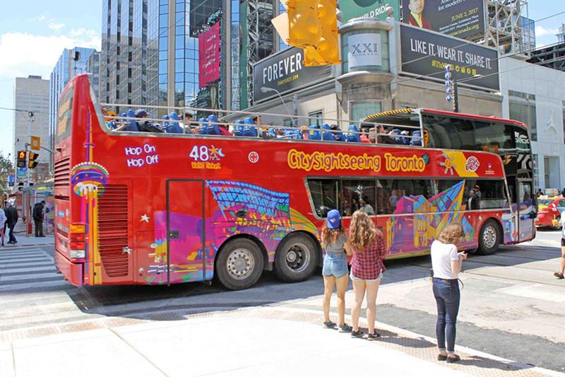 Ônibus turístico em Toronto