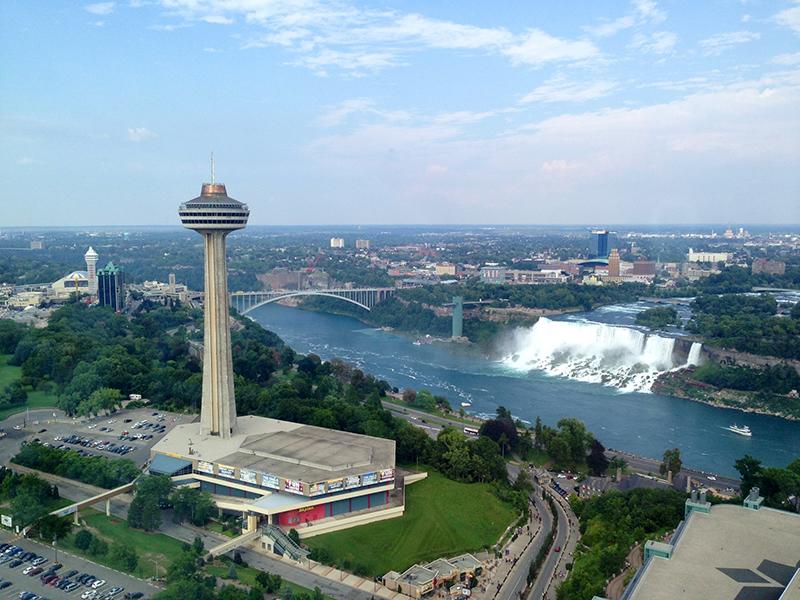 Deque da Skylon Tower em Niagara Falls
