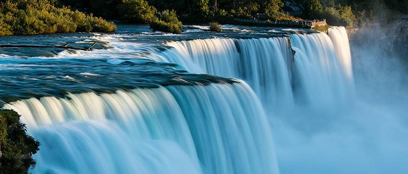 Quedas das famosas cataratas em Niagara Falls