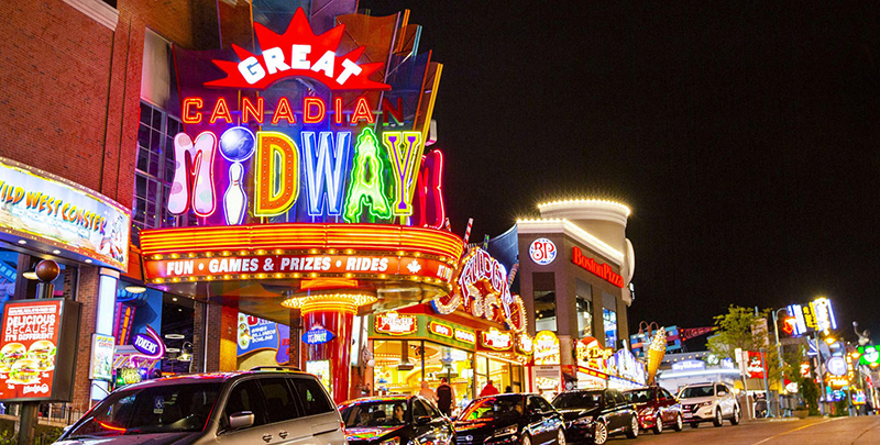 Noite no Clifton Hill em Niagara Falls
