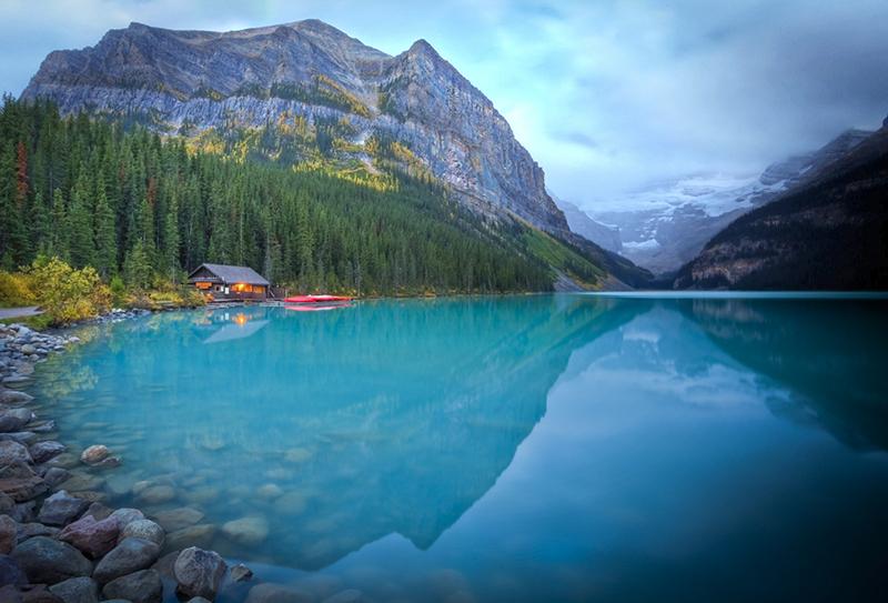 Cenário da excursão de canoa em Banff