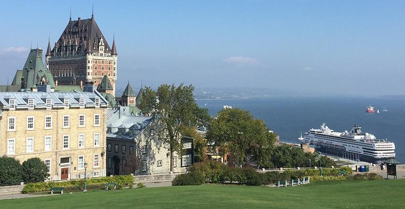 Cenários do Cruzeiro turístico em Quebec