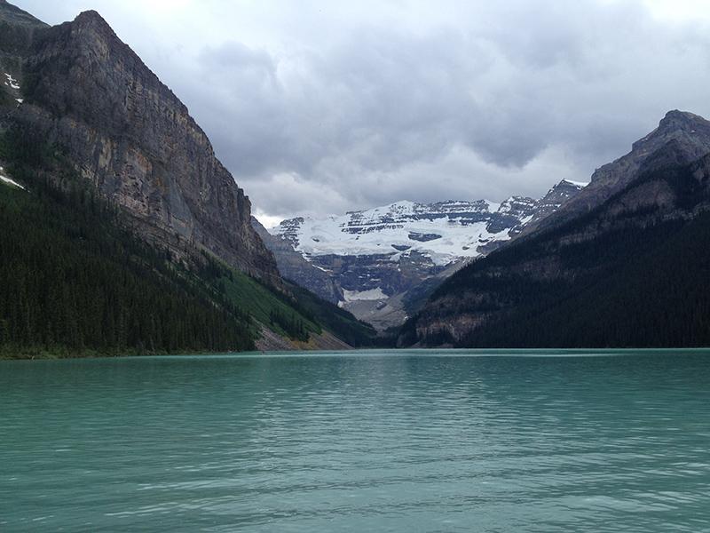 Lago do Vale do Glaciar Stanley em Banff