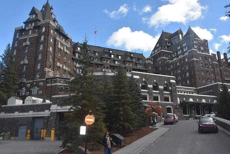 Entrada do Fairmont Banff Springs Hotel