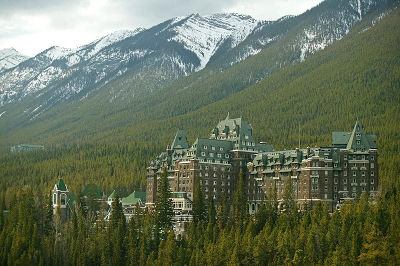 Vista do Entrada do Fairmont Banff Springs Hotel