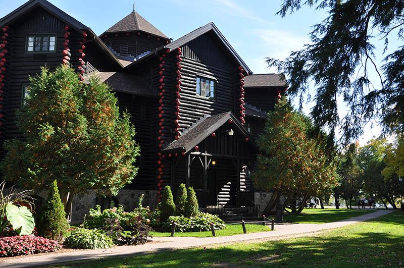 Fachada da Montebello Lodge em Montreal