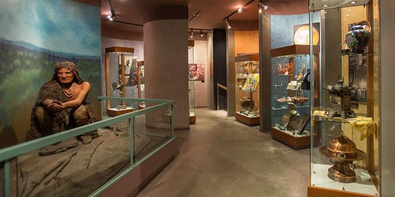 Interior do Museu Cuivres d'Art Albert Gilles em Quebec